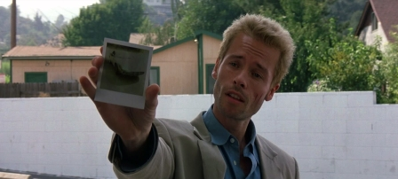 http://modernmoviemeltdown.files.wordpress.com/2012/08/memento.jpg